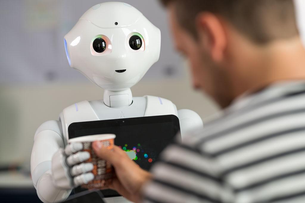Arbeitsszene in der FH Minden bei Produktentwicklung mit künstliche Intelligenz