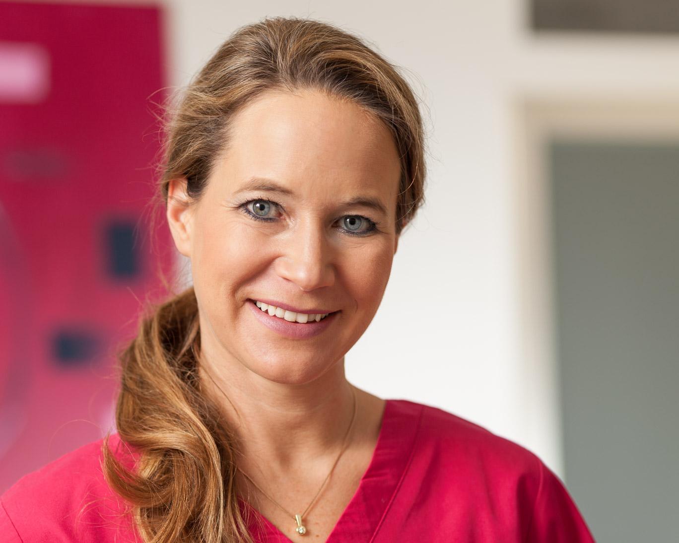Portrait Frau Dr. Sommer, Zahnärztin